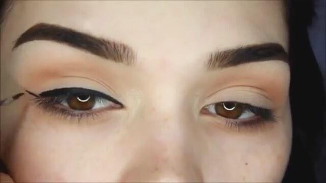 Mükemmel Eyeliner Nasıl Çekilir - Eyeliner Sürme Teknikleri